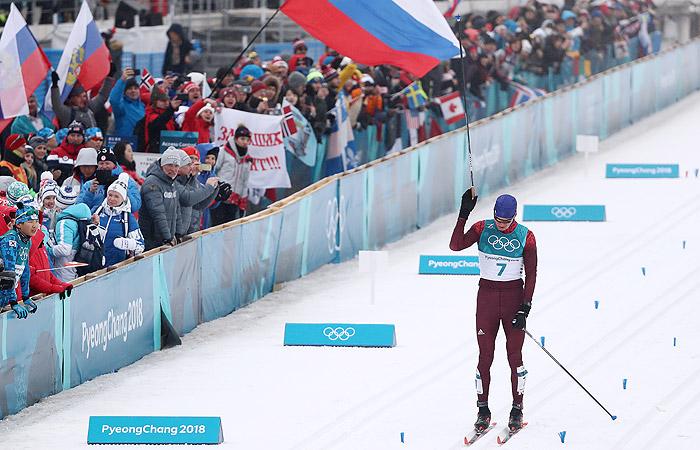 Россияне Большунов и Ларьков завоевали серебро и бронзу ОИ в лыжном марафоне