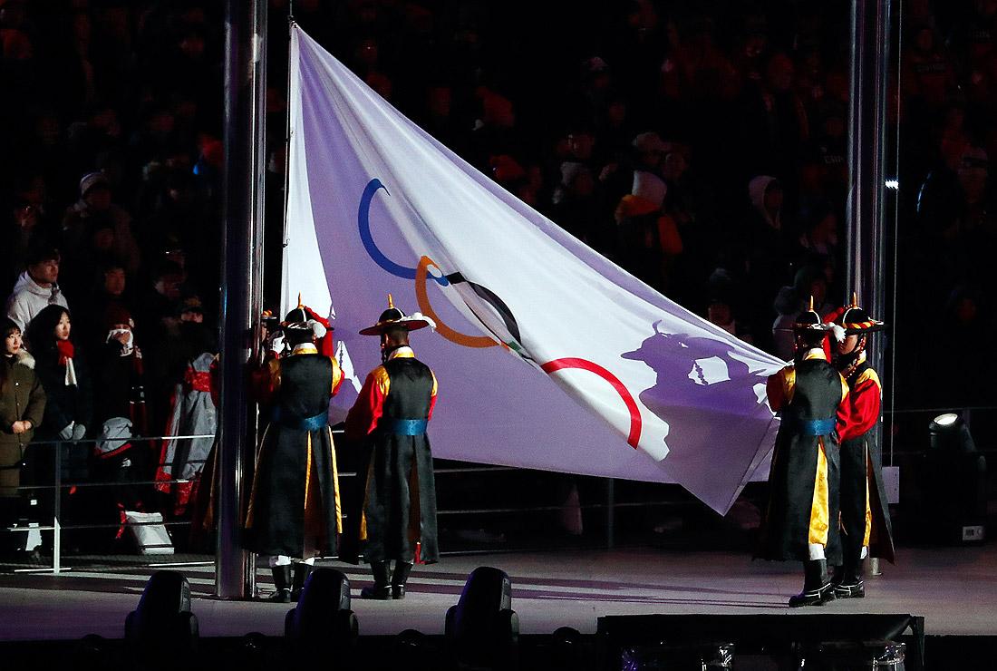 Спуск Олимпийского флага