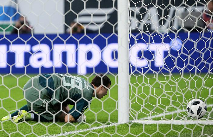 Футболисты сборной России проиграли Франции в контрольном матче
