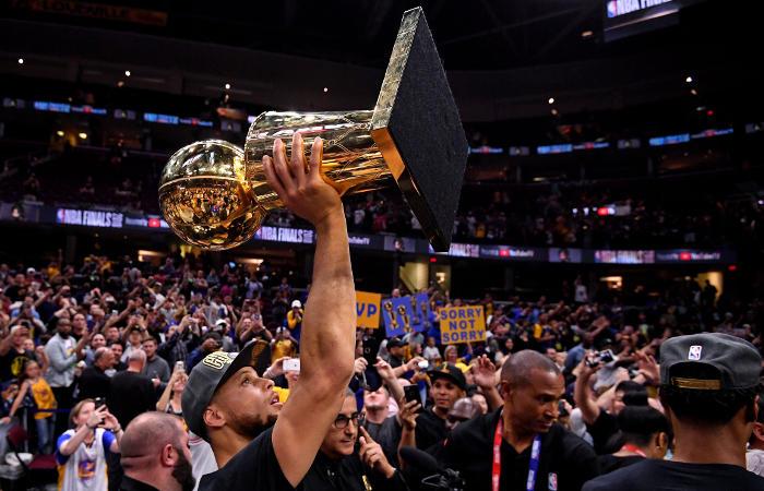 """""""Уорриорс"""" выиграли плей-офф НБА во второй раз подряд"""