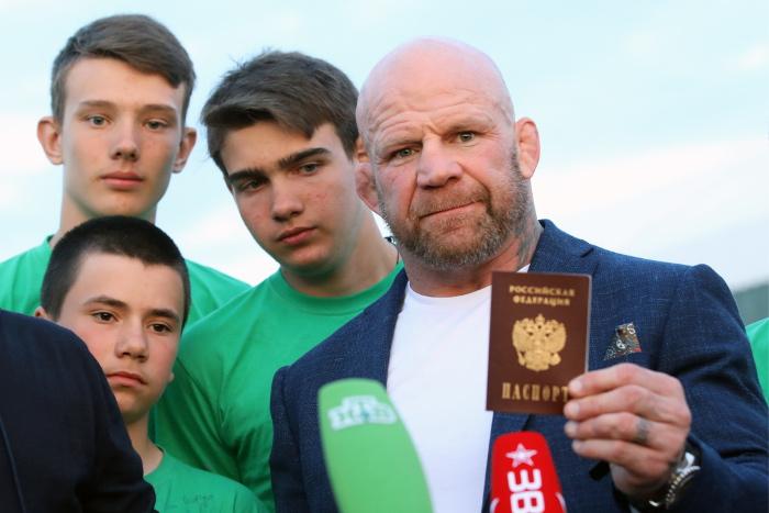 Джефф Монсон получил российский паспорт