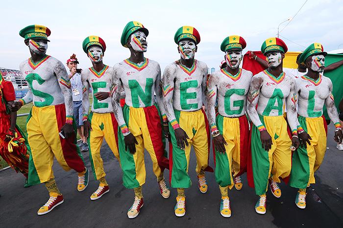 Сенегальские болельщики последовали примеру японцев и убрали трибуны стадиона