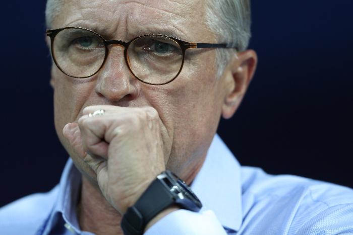 Тренер сборной Польши Навалка извинился за проигрыш команды