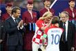 Президент Франции Эммануэль Макрон, президент Хорватии Колинда Грабар-Китарович и игрок сборной Хорватии Лука Модрич