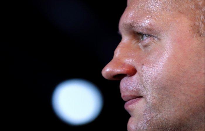Емельяненко нокаутировал Соннена в первом раунде полуфинала Bellator