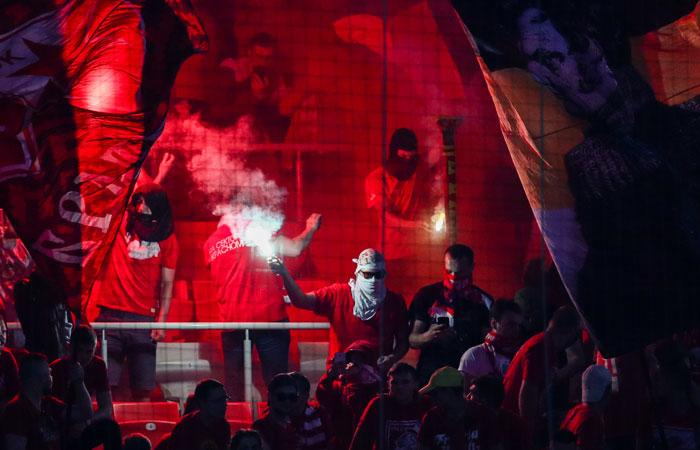 Глава РПЛ попросил фанатов меньше использовать пиротехнику на матчах
