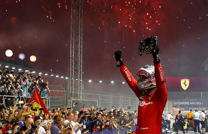 """Феттель выиграл Гран-при Сингапура """"Формулы-1"""""""