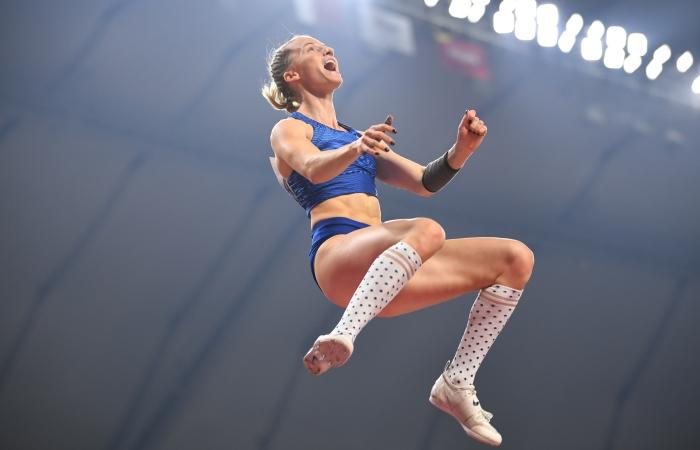 Россиянка Сидорова выиграла золото ЧМ в прыжках с шестом