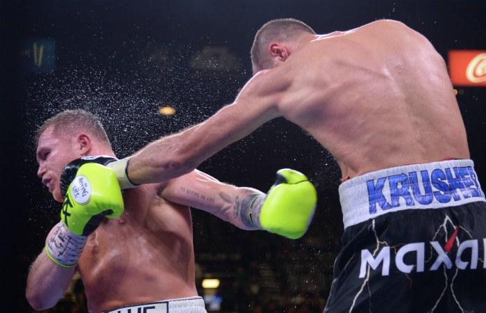 Ковалев нокаутом проиграл Альваресу бой за чемпионский титул WBO