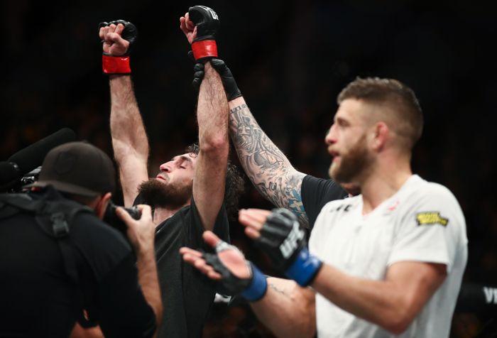 Магомедшарипов победил американца Каттара на турнире UFC в Москве