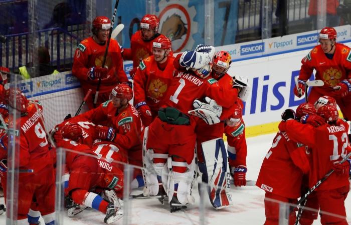Россия победила Швецию и вышла в финал молодежного ЧМ по хоккею