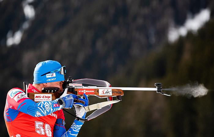 Логинов завоевал бронзу в гонке преследования на ЧМ по биатлону