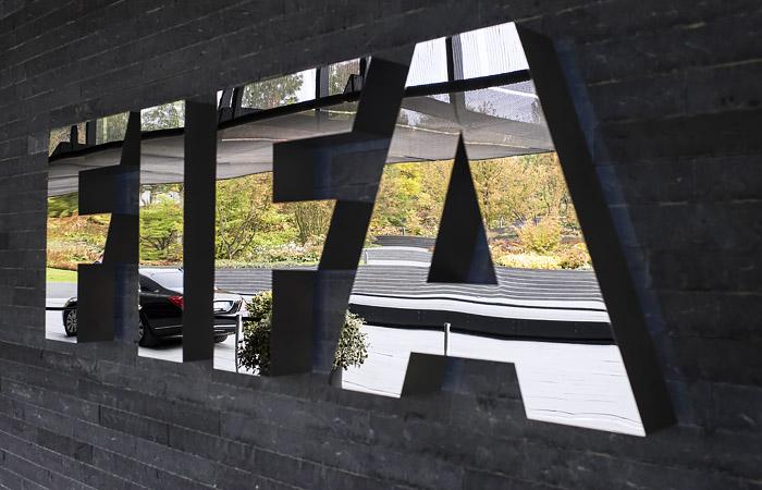 ФИФА временно разрешила командам делать по пять замен