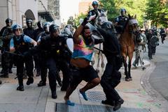 Более 100 силовиков получили ранения во время беспорядков в Вашингтоне