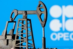 Страны ОПЕК+ договорились продлить текущее сокращение добычи нефти до конца июля