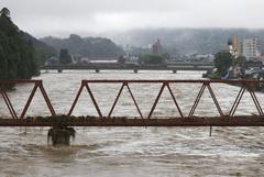 57 человек погибли, 17 пропали без вести из-за сильных ливней в Японии