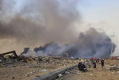 В порту Бейрута произошли два мощных взрыва