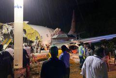 Число погибших при жесткой посадке самолета на юге Индии достигло 20