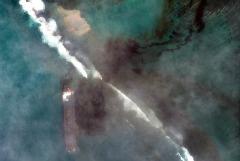 На Маврикии объявлен режим ЧС из-за разлива нефти с сухогруза