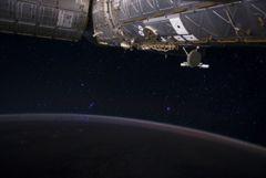 МКС избежала столкновения с неизвестным космическим мусором