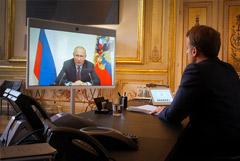 """В Кремле не поверили, что Париж """"слил"""" газете разговор о Навальном"""