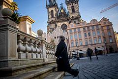 В Чехии вновь зафиксировали рекордный прирост заразившихся COVID-19