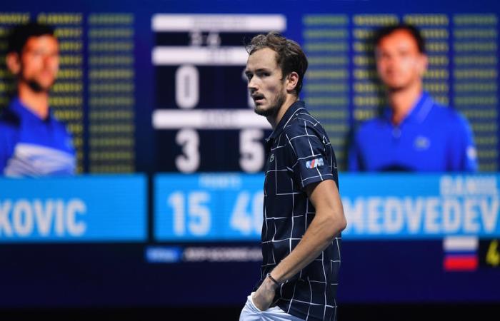 Медведев победил Джоковича  и вышел в полуфинал Итогового турнира ATP