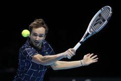 Медведев впервые победил Надаля и вышел в финал Итогового турнира ATP