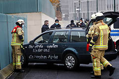 Машина врезалась в ворота канцелярии Меркель