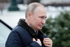 Кремль связал активизацию поездок Путина по РФ с мерами против COVID