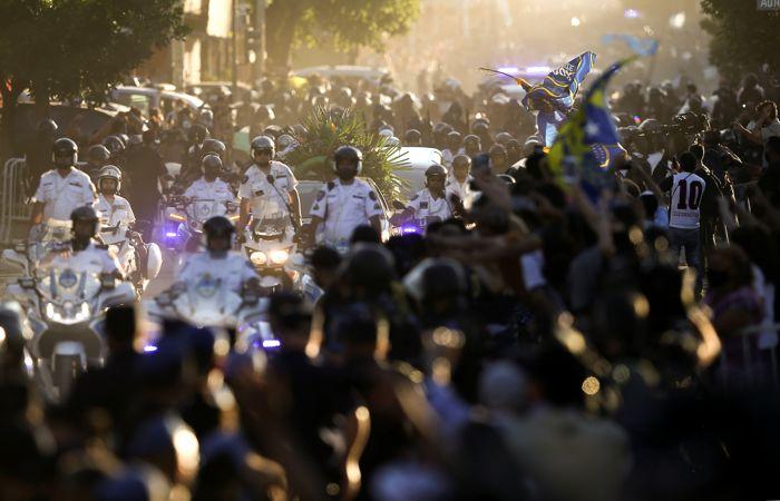 Диего Марадона похоронен рядом с родителями в предместье Буэнос-Айреса