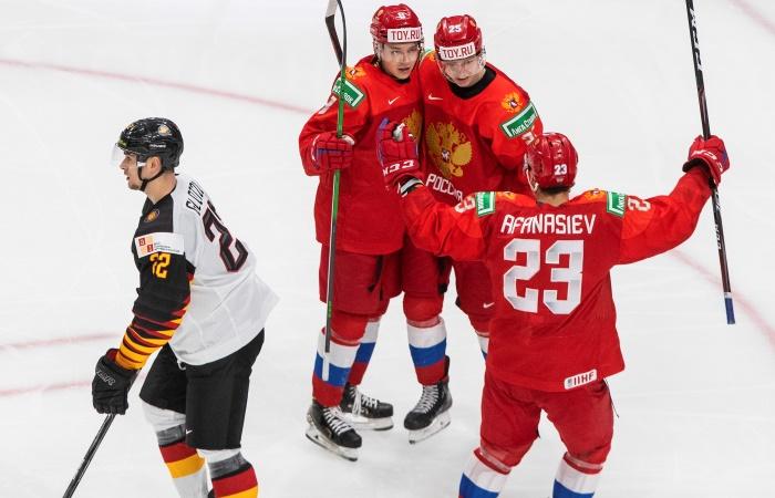 Россия победила Германию и вышла в полуфинал молодежного ЧМ по хоккею