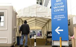 Великобритания установила мировой антирекорд по числу смертей от COVID за сутки