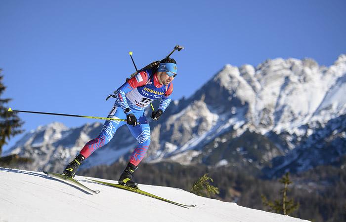 Россиянин Логинов выиграл индивидуальную гонку на этапе КМ по биатлону