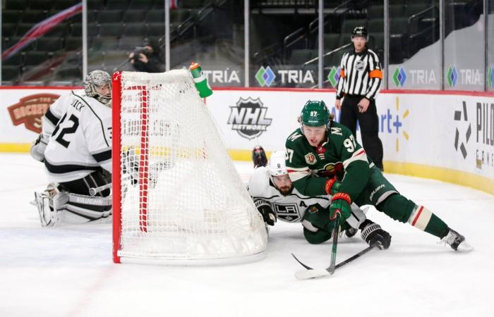 """Гол Капризова из-за ворот лежа принес победу """"Миннесоте"""" над """"Кингз"""" в НХЛ"""