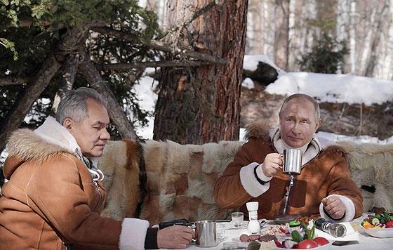 Путин и Шойгу на отдыхе в тайге