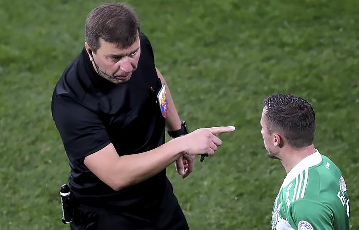 Российский арбитр Вилков пожизненно отстранен от футбола