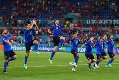Италия досрочно вышла в плей-офф, обыграв Швейцарию