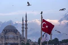 В Турции с июля отменят комендантский час и разрешат междугородние поездки
