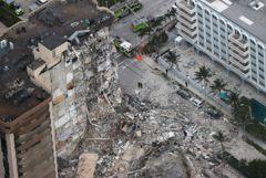 Почти 100 человек пропали после обрушения здания в Майами