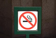 В РФ предложили запретить тратить детское пособие на сигареты и водку