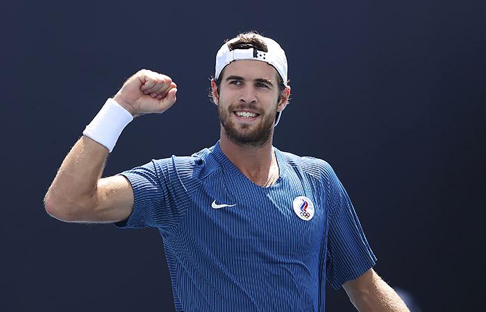 Хачанов вышел в четвертьфинал теннисного турнира ОИ