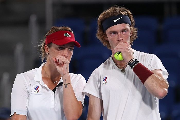 Теннисисты Павлюченкова и Рублев обыграли Веснину и Карацева в финале ОИ