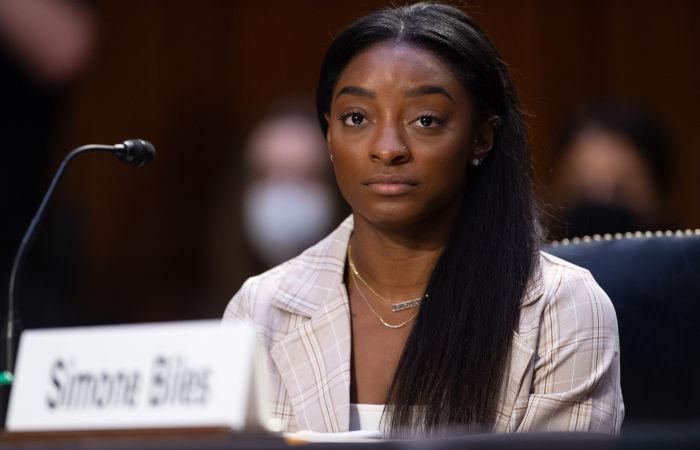 Гимнастка Байлз обвинила ФБР в бездействии после жалоб на врача сборной США