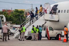 Гаитянские мигранты покинули лагерь на границе с Техасом