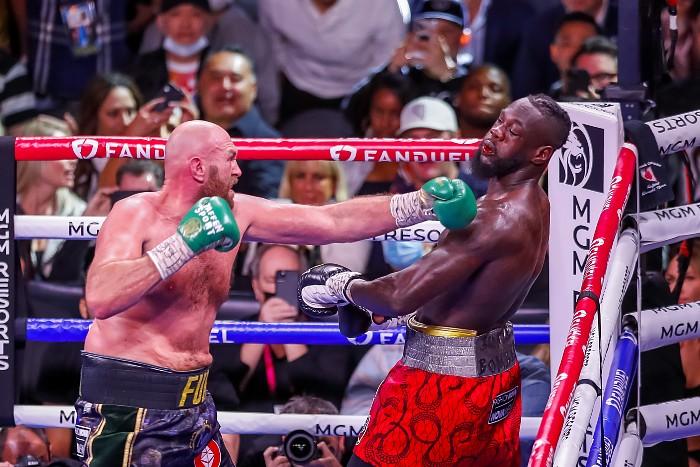 Фьюри нокаутом победил Уайлдера, защитив титул чемпиона мира WBC