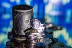 Рубль во вторник утром слегка укрепляется к доллару, но слабеет к евро вслед за динамикой валют на Forex