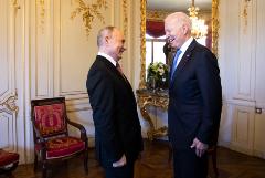 Псаки заявила, что Белый дом не готов сообщить о возможности встречи Путина и Байдена