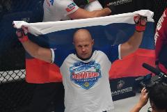 Федор Емельяненко победил Тимоти Джонсона на турнире Bellator в Москве